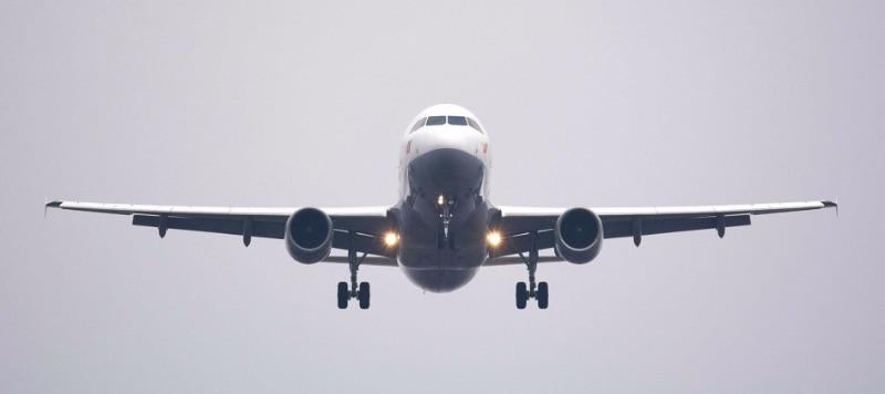 Vrachtvliegtuig in de lucht