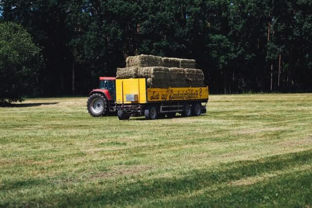 Landbouwwerktuig transport