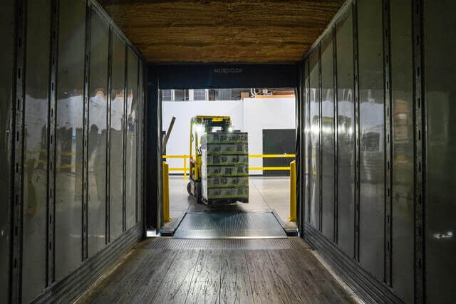 goederen naar container